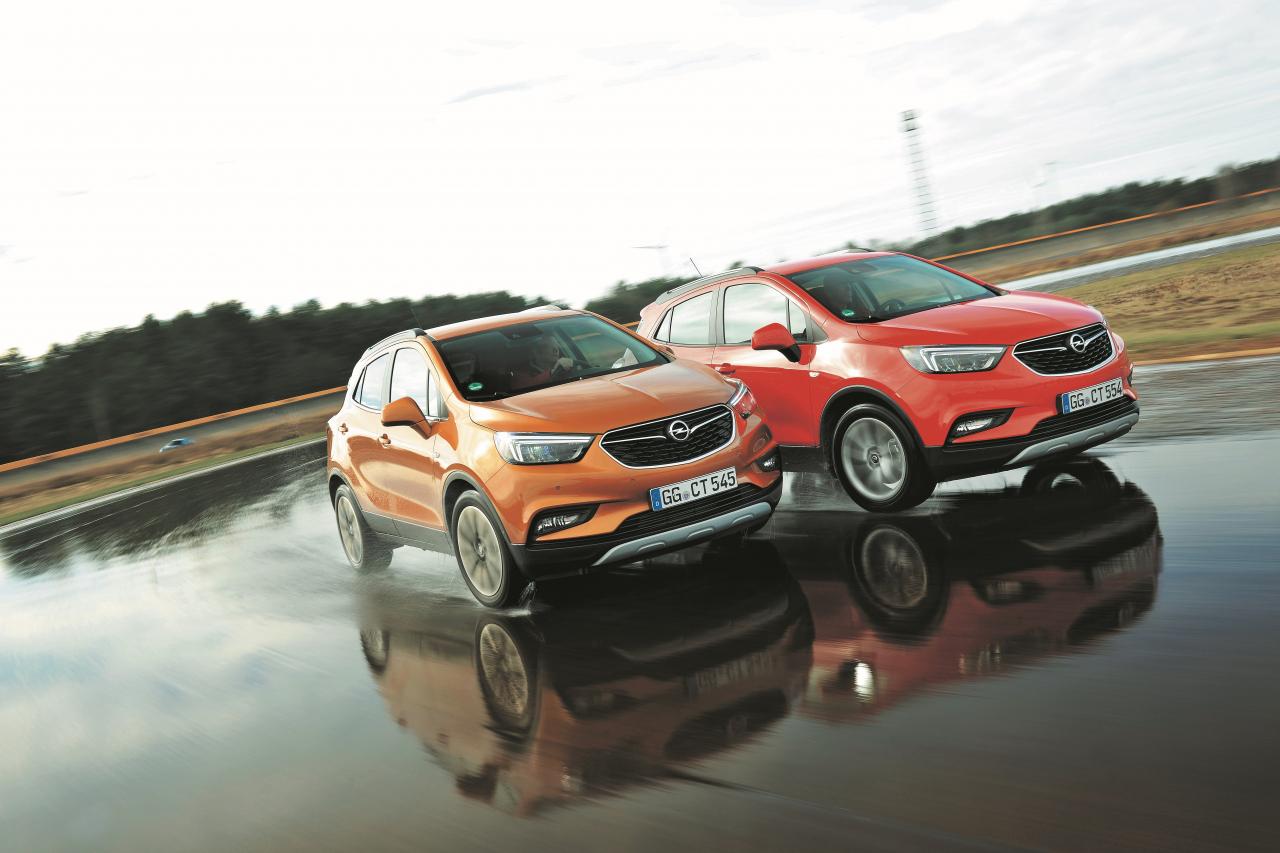 Pilnpiedziņas automobiļa (sarkans) maksimālais ātrums ir 186 km/h – 196 vietā, bet kravnesības un degvielas patēriņa ziņā nav gandrīz nekādu atšķirību.