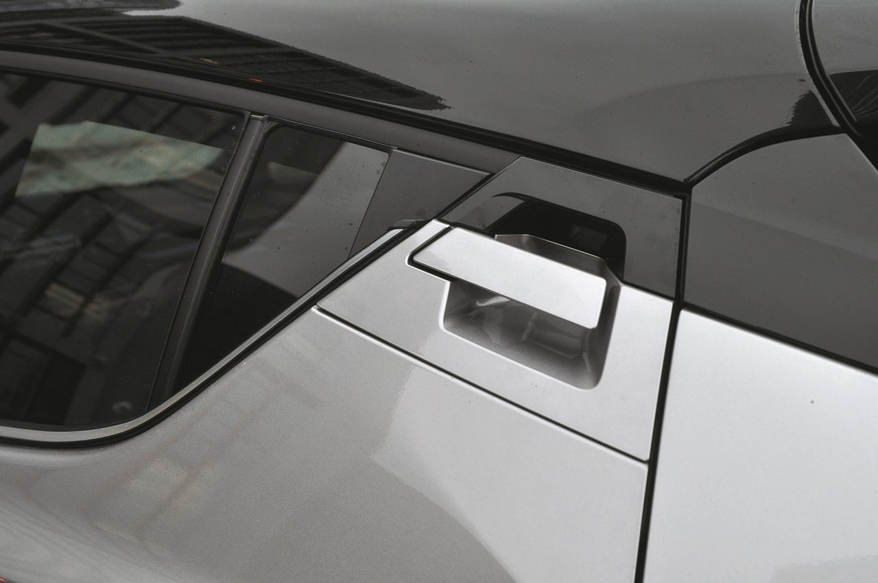 Šāda neērta aizmugures durvju atvēršana nav jaunums japāņu autobūvē – Honda HR-V, Nissan Juke un citi.
