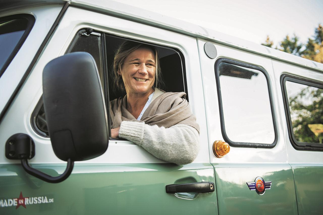 Audzinātāja Monika saka: «UAZ ir bezrūpīgs automobilis.» Viņa ar vīru vēlas šajā busiņā apceļot Eiropu
