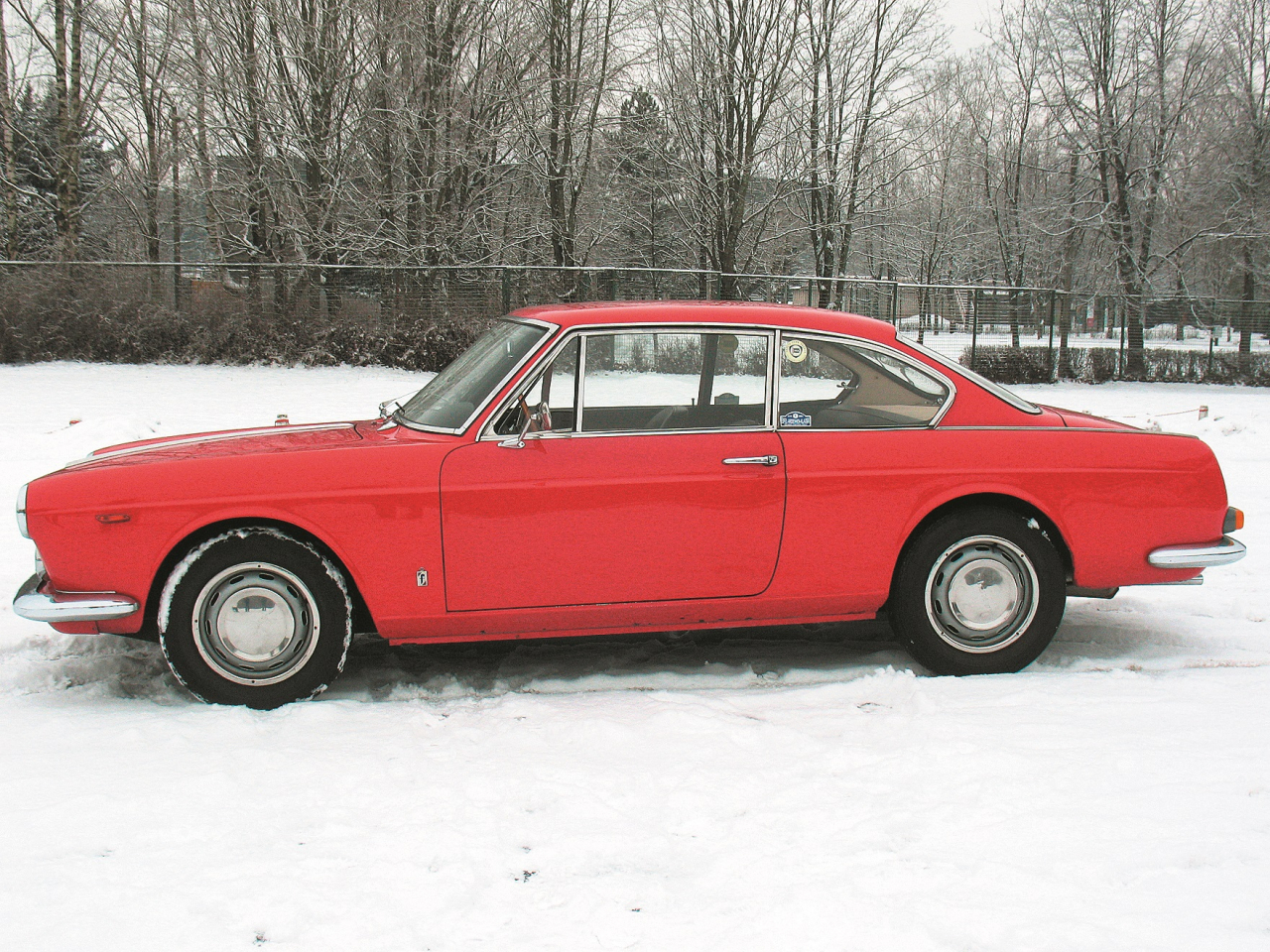Itāliešu auto virsbūvju studijā Pininfarina uz nedaudz saīsinātas sedana bāzes izgatavota eleganta kupeja.