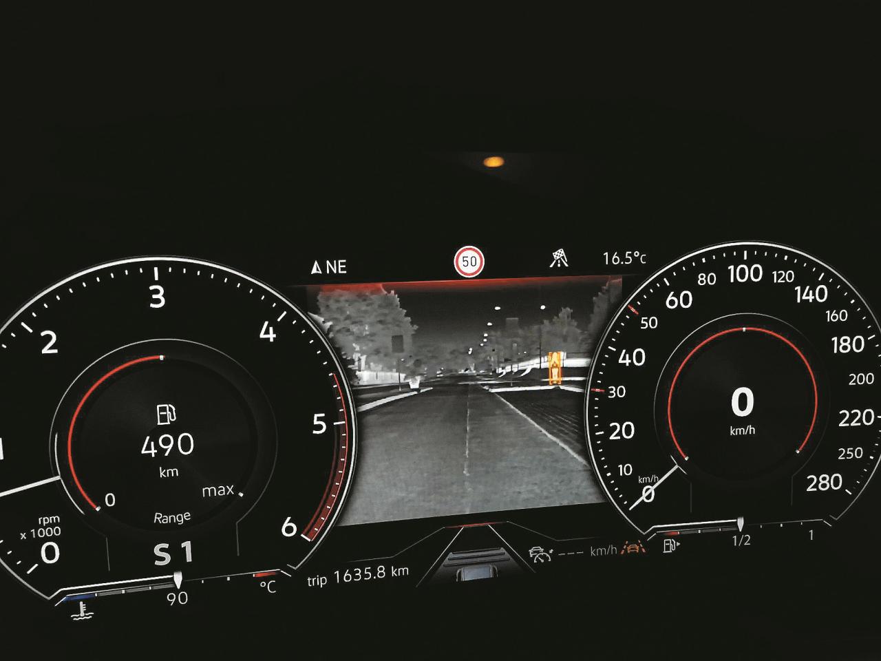 Nakts redzamība gluži kā Porsche Cayenne
