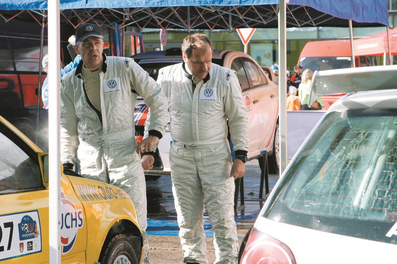 Mirklis no 2010. gada Latvijas rallija čempionāta kopā ar Īle Racing komandas pilotu vidējo brāli Egīlu Īli pie VW Polo Super 1600 klases rallija auto.
