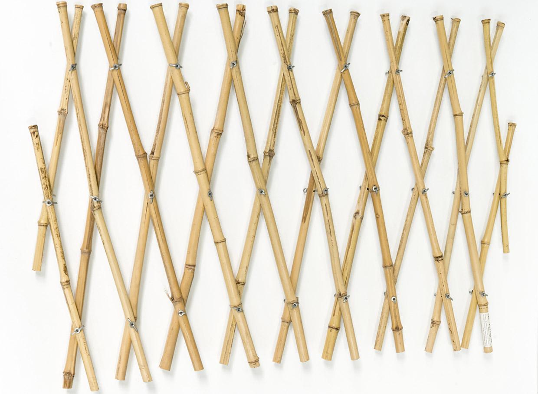 Izstiepjams bambusa režģis. Augstums 1,50 m, platums 40 cm, cena – 6,63 eiro.