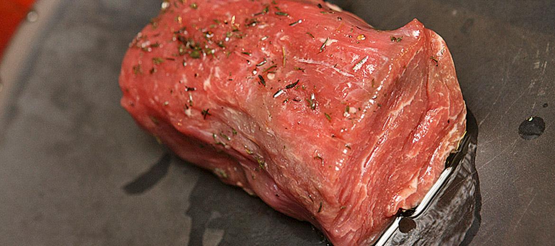 Marinādes steikam piešķir un dažādo garšu, bet, lai steiks būtu sulīgs un mīksts, gaļa nav obligāti jāmarinē, jo laba fileja tāpat ir mīksta.