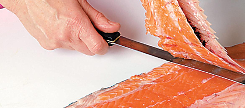 3. Tāpat plakaniski izgriež asaku no otra filejas gabala.