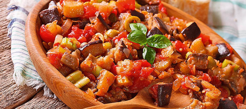 Caponata – dārzeņu sautējums saldi skābā mērcē, galvenā sastāvdaļa ir baklažāni, vēl arī cukini, paprika u.c.