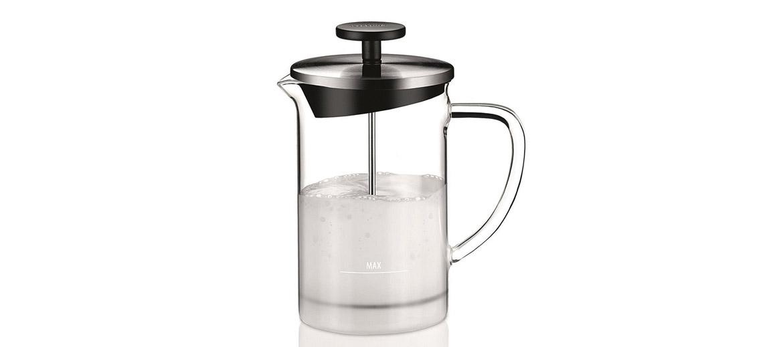 Piemērots piena pagatavošanai kapučīno un citiem dzērieniem. Pienu var uzsildīt tieši stikla traukā uz gāzes, elektriskās vai vitrokeramiskās plīts virsmas vai arī mikroviļņu krāsnī. Izgatavots no karstumizturīga stikla, augstas kvalitātes nerūsējošā tērauda un plastmasas.