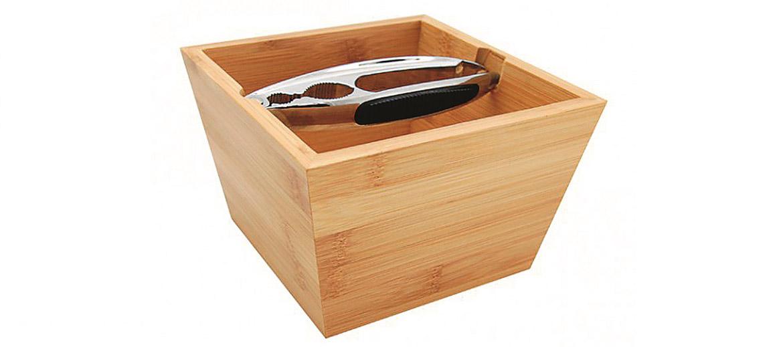 Glīts risinājums ar ietilpīgu bambusa trauku un standziņām.