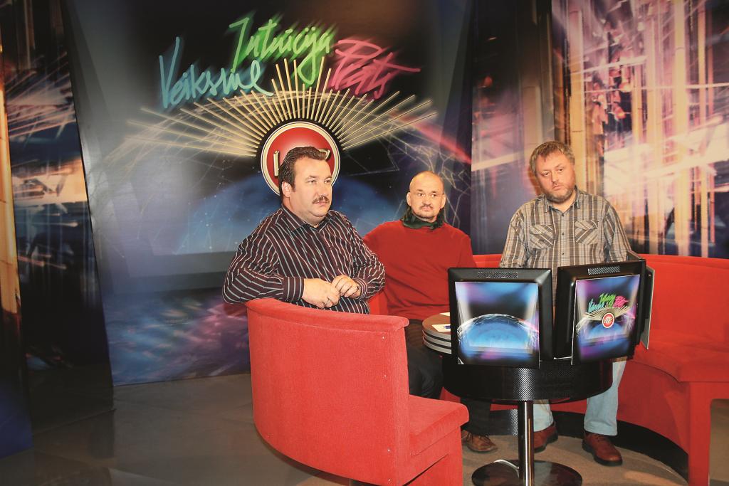 Televīzijā VIP spēlē vienā komandā ar novadpētnieku Ēriku Začu un literātu Valentīnu Lukaševiču.