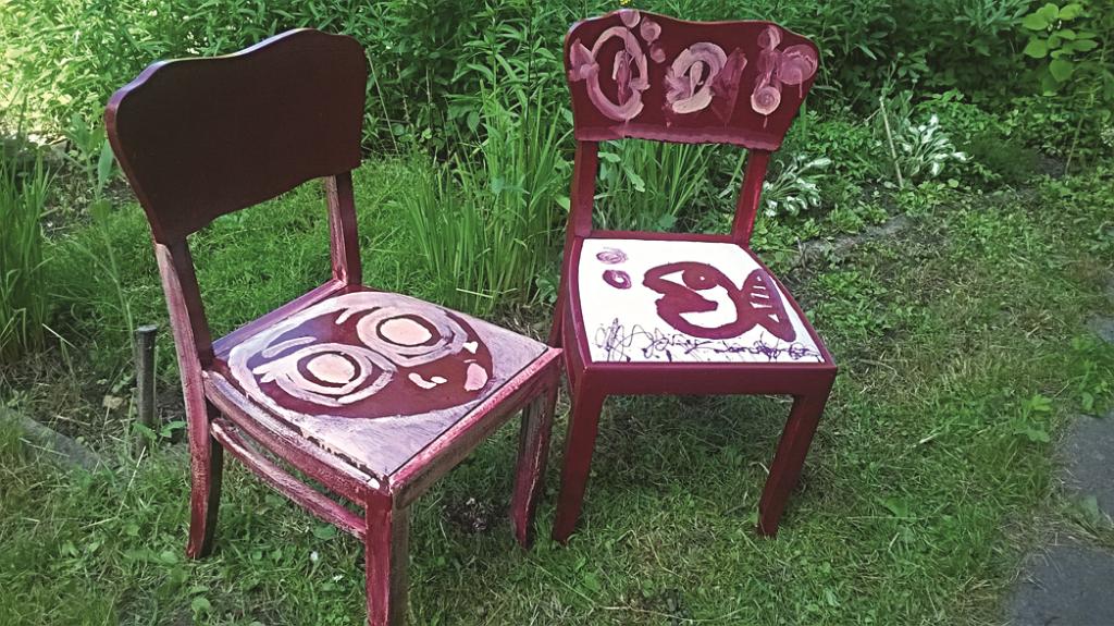 RADOŠI: «Kopā ar bērniem dodam otro elpu veciem krēsliem, paglābjot no ugunskura.»