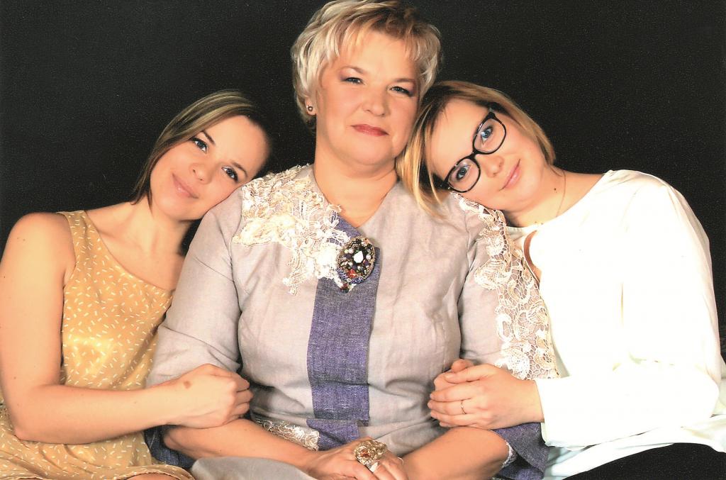 AR ABĀM MEITĀM. «Viņas ir manas skolotājas un draudzenes!»