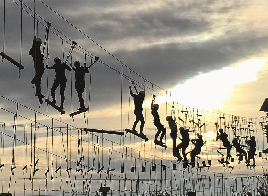IZAICINĀJUMS. «Spēja pārvarēt savas bailes ir jāpraktizē. Viens no maniem pēdējiem izaicinājumiem – staigāšana pa šķēršļu trasi trīs stāvu augstumā Spānijā.»