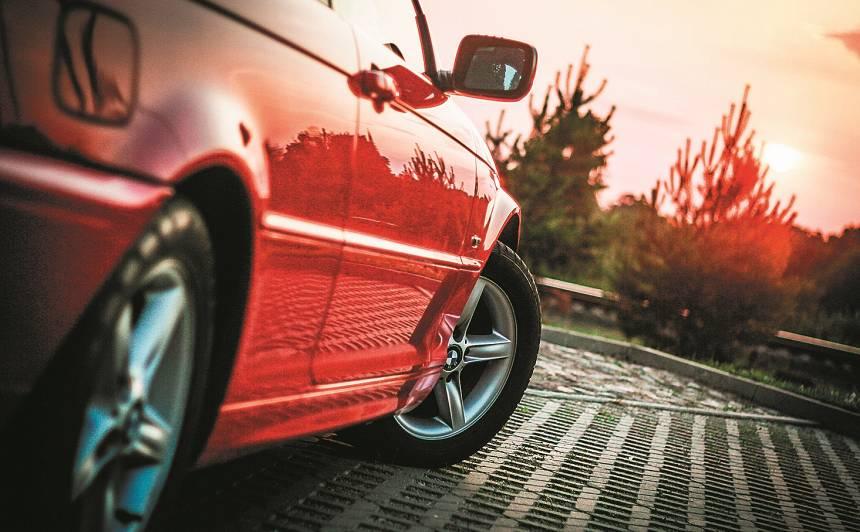 Kā atpazīt <strong>avārijā cietušu</strong> auto?