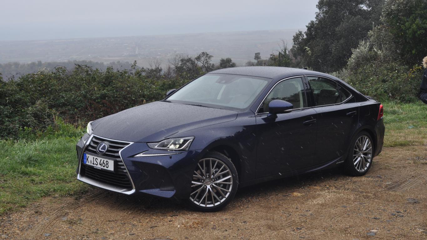 Testējam ārzemēs — <strong><em>Lexus IS</em></strong> pirmais brauciens