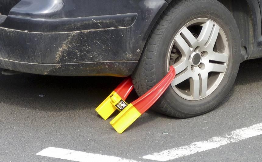 <strong>Nozagts</strong> autostāvvietas soda protokols — kam tas ir <strong>izdevīgi?</strong>