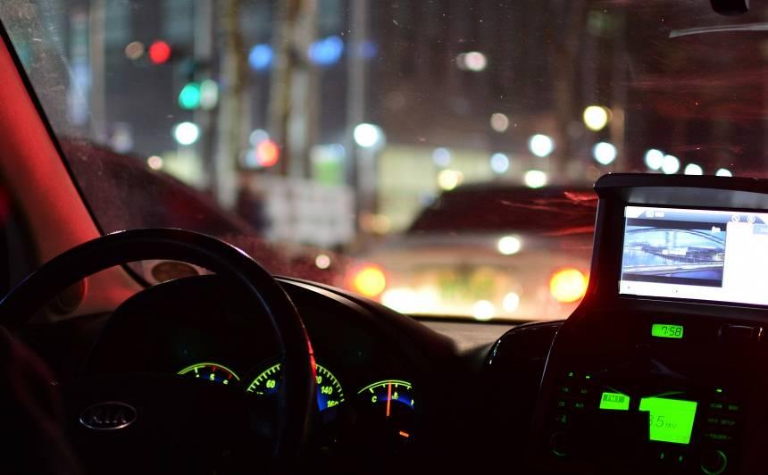<strong>Bīstamākie riski</strong> braukšanai naktī