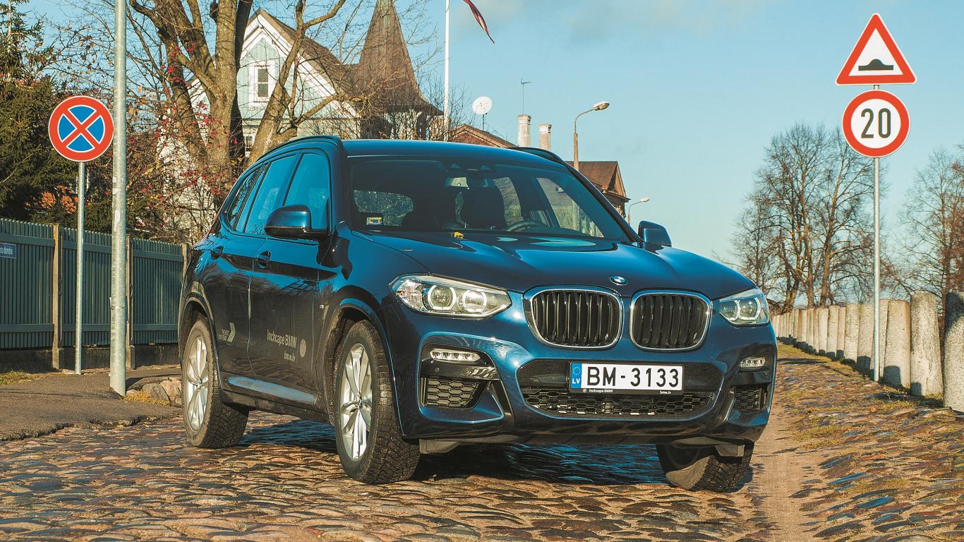 <strong>BMW X3 (G01)</strong> pirmais testa brauciens