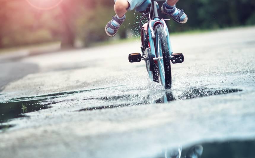 Kā iemācīt bērnam <strong>braukt ar riteni</strong>?