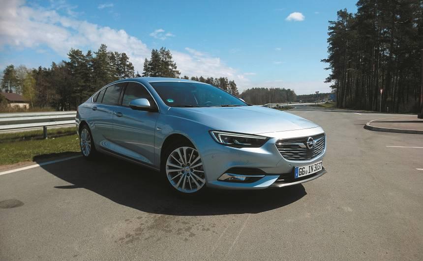 <strong><em>Opel Insignia</em></strong> pirmais testa brauciens