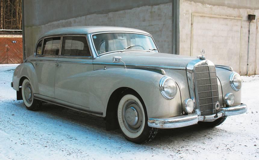 Motormuzeja retro auto — <em>Mercedes-Benz 300</em> <strong>kanclera vāģis</strong>