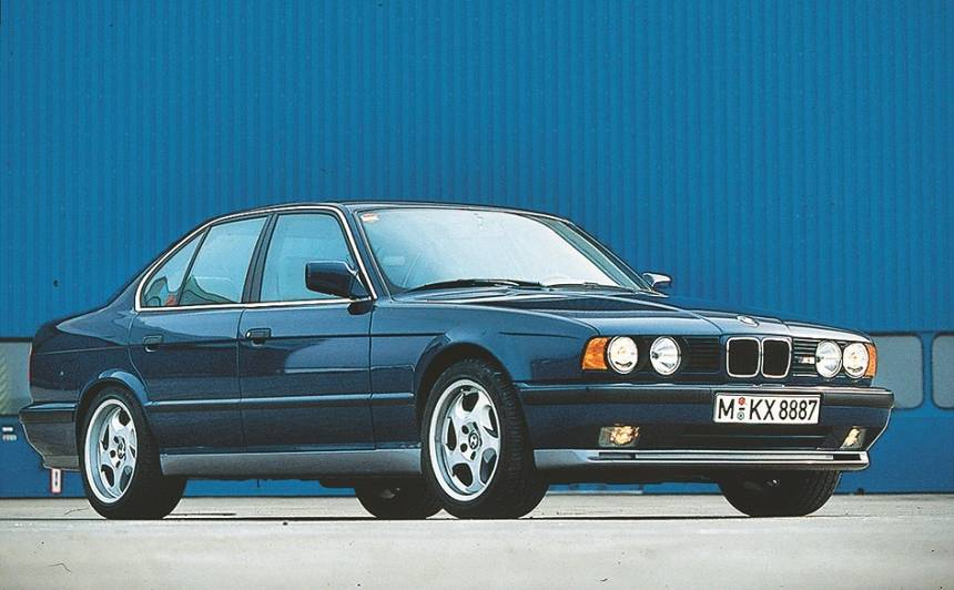 <strong>10 aizraujoši</strong> 90. gadu auto, kas viegli sasniegs <strong>250 km/h</strong>