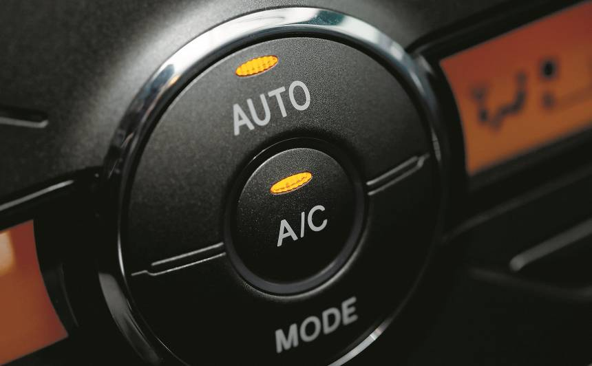No auto gaisa kondicioniera sistēmas jūtama <strong>nepatīkama smaka</strong> — ko darīt?