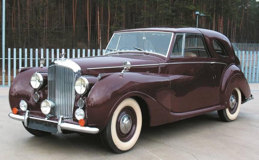 Motormuzeja retro auto — <em>Bentley Mark VI</em> <strong>lorda puskabriolets</strong>