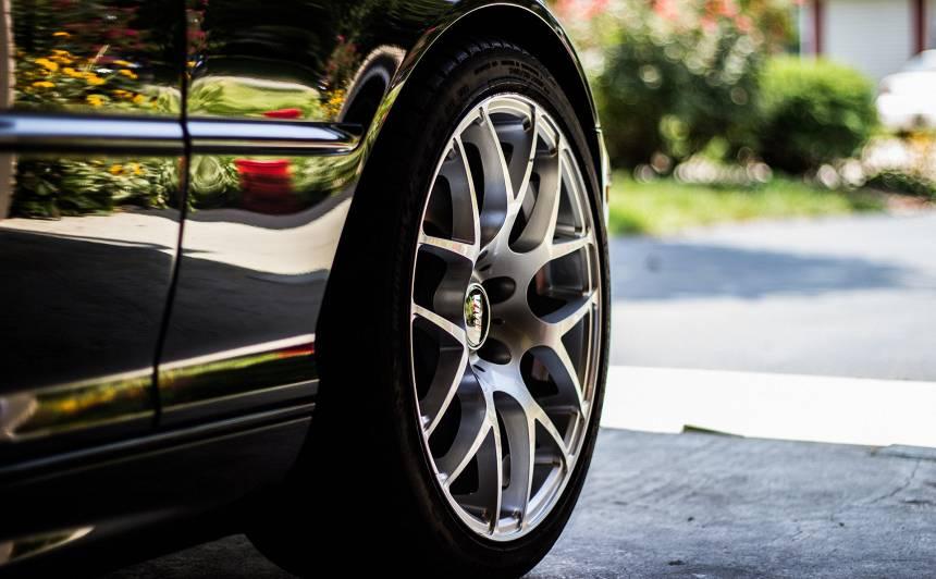 Pēc savirzes regulēšanas servisā automašīnas <strong>stūre vibrē</strong> — ko darīt?