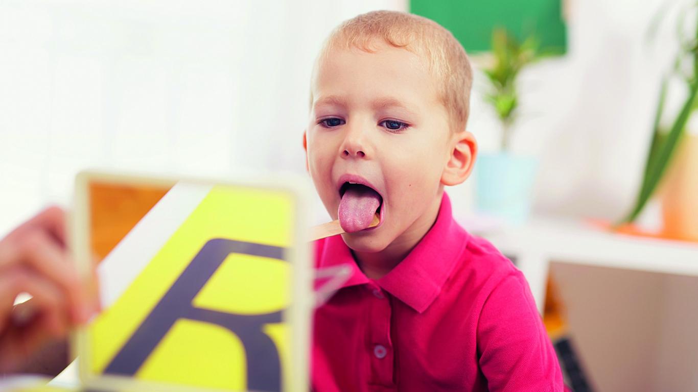Kāpēc mazais negrib teikt R burtiņu?