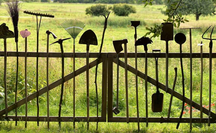 <strong>Kā ieziemot</strong> dārza instrumentus?