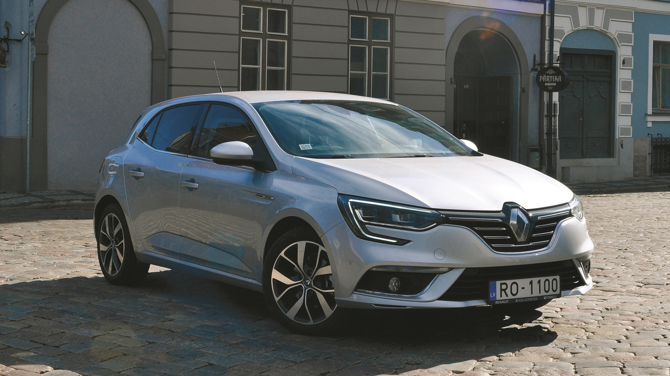 <strong>Renault Megane IV</strong> pirmais testa brauciens