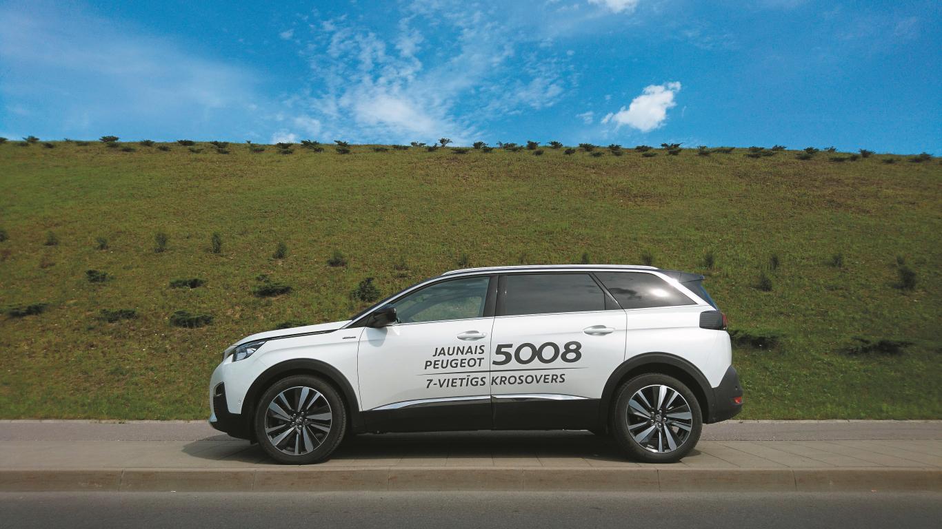 <strong><em>Peugeot 5008</em></strong> pirmais testa brauciens
