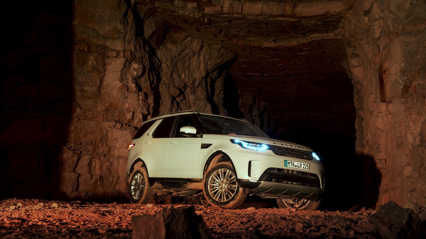 Testējam ārzemēs — <strong><em>Land Rover Discovery</em></strong> pirmais brauciens