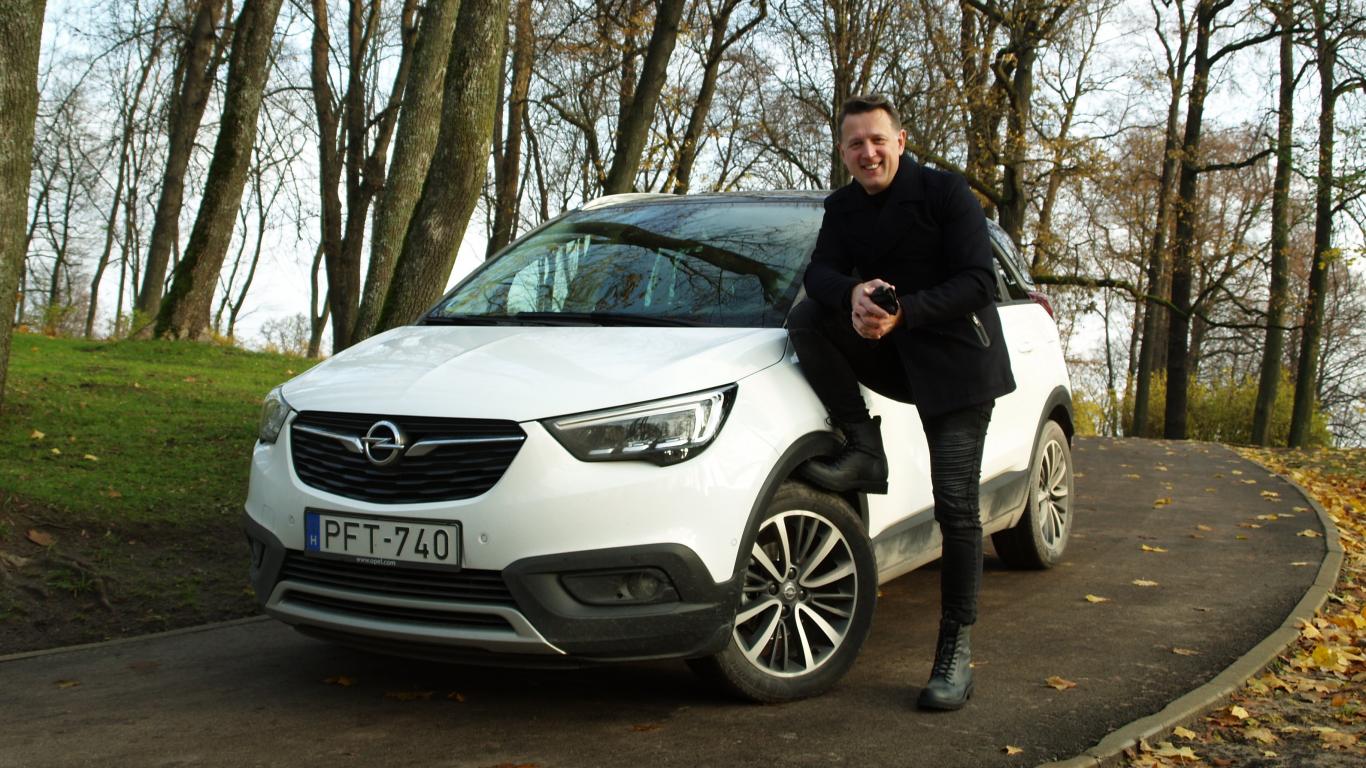 Testējam auto tandēmā: dziedātājs <strong>Normunds Rutulis</strong> un <strong>Opel Crossland X</strong>