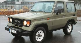 Motormuzeja retro auto – Toyota Land Cruiser (J70) <strong>jaunlaiku klasiķis</strong>