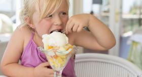 Jāēd saldējums un jāskrien basām kājām! <strong>Astoņu soļu rūdīšanās plāns</strong>
