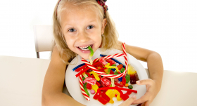 Kāpēc bērni ir <strong>kā traki pēc saldumiem?</strong>