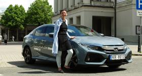 Testējam auto tandēmā: scenogrāfe <strong>Ineta Sipunova</strong> un <strong>Honda Civic</strong>