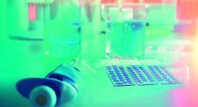 <strong>Onkoloģijas</strong> eksperti vērtē <strong>šķidro biopsiju vēža atklāšanā</strong>
