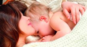 <strong>Vai bērnam jāguļ blakus mammai?</strong> Mazāk populārs viedoklis