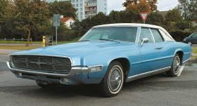 Motormuzeja retro auto – <strong>Ford Thunderbird</strong> 4-door Landau vētrasputns