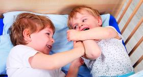 <strong>Bērni kašķējas un kaujas!</strong> Iejaukties vai nepievērst uzmanību?