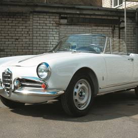 Motormuzeja retro auto — <strong><em>Alfa Romeo Giulietta Spider</em></strong> aristokrāts