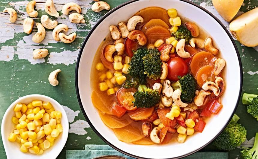 Dārzeņu zupa ar Indijas riekstiem