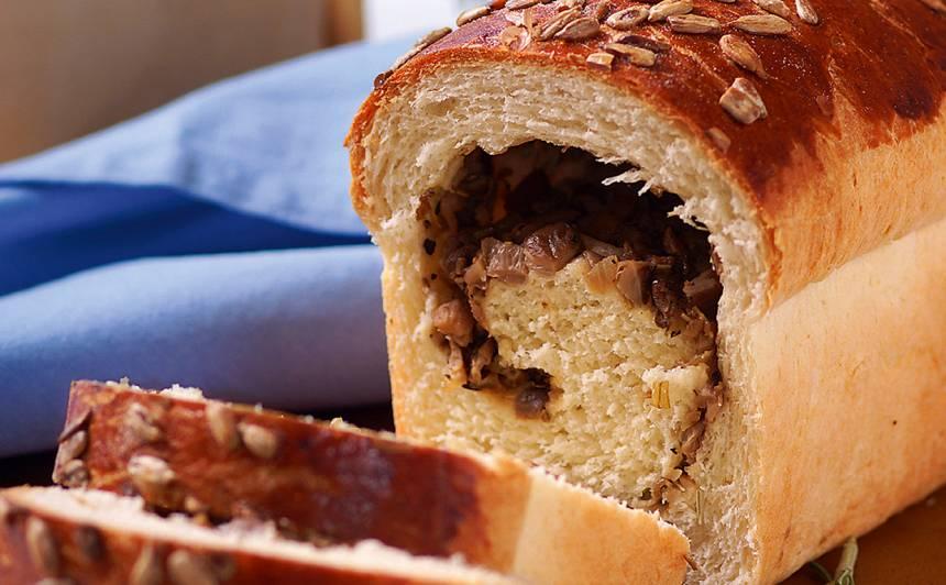 Ar sēnēm pildīta maize