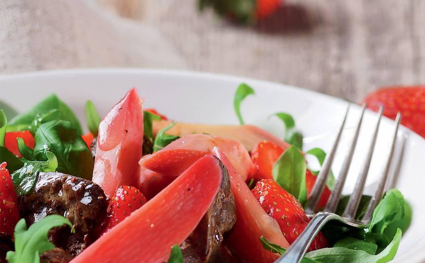 Salāti ar vistu akniņām un rabarberiem recepte