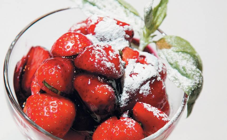 Klasiskais itāļu deserts ar zemenēm recepte
