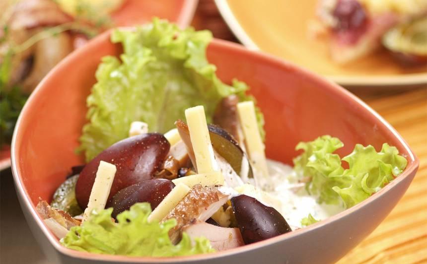 Žāvētas vistas un plūmju salāti recepte