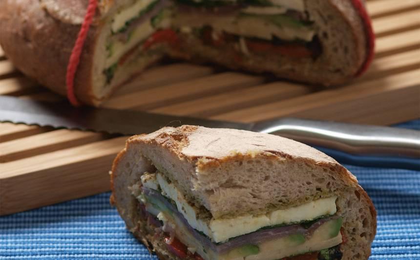 Pildīta maize ar sieru un ceptu papriku recepte