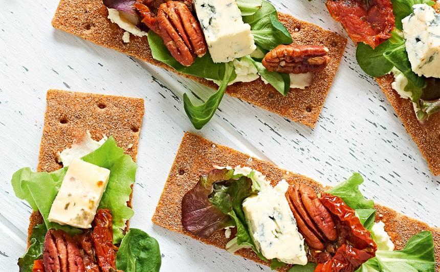 Sausmaizīte ar kaltētiem tomātiem un zilo sieru recepte